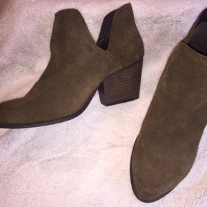 STEVE MADDEN BOOTIES - OLIVE GREEN - NEVER WORN